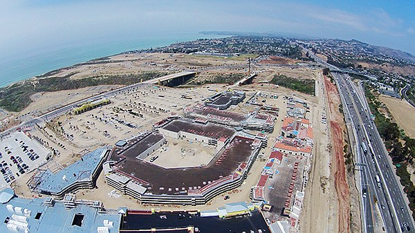 GETTING READY: Building site for the Outlet at San Clemente, located in San Clemente, Calif., off the Interstate 5 freeway