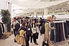 Project Exhibitors Hustle for Business Amid N.Y. Snowstorm