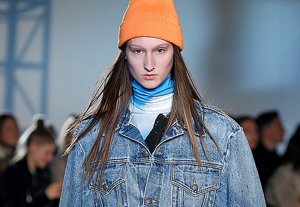 fab44e59016f ROOMY FASHION  Denim trends are taking a major turn to baggy looks and  oversized jackets