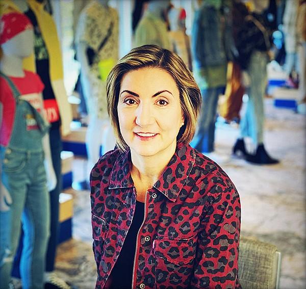 Levi的首席全球战略和人工智能官Katia Walsh Cites Digital,Data和AI作为帮助服装业务发展成为人类和地球的更好行业的工具。