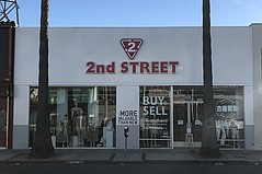 Large Japanese Second-Hand Store Opens on Melrose