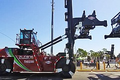 World's First Zero-Emissions Top Handlers Introduced at the Port of Los Angeles