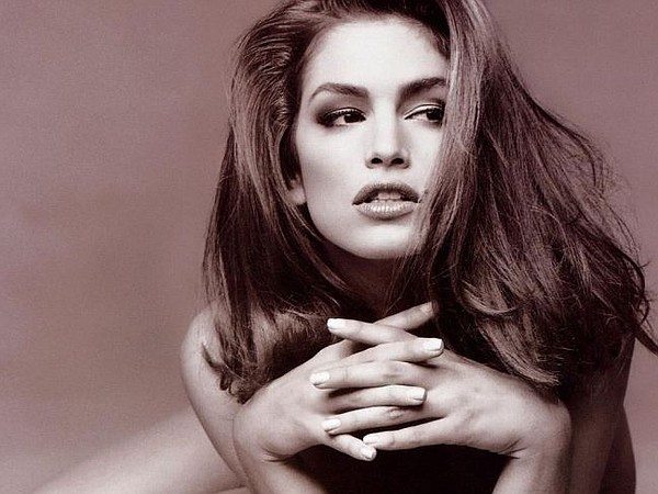 Cindy Crawford.  Photo via Portwallpaper.com