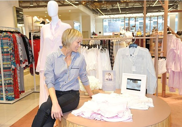 Robin Wright at Pour Les Femmes area at Nordstrom in Westfield Century City. Photo by Getty.