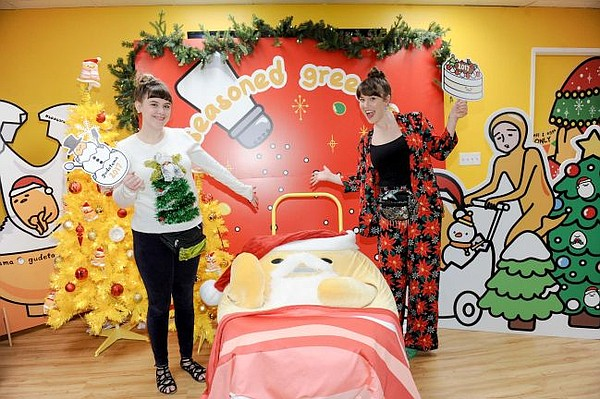 Fans pose with Gudetama Santa. Photo courtesy of Sanrio.