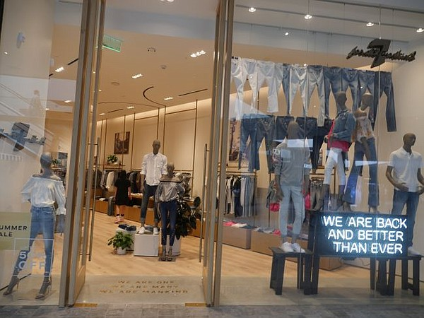 Exterior of 7 for All Mankind's Westfield Century City boutique
