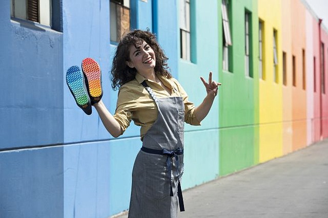 eine große Auswahl an Modellen wie man bestellt Turnschuhe für billige Never Mind Shoes, Vans Does Its 1st Apron | California ...