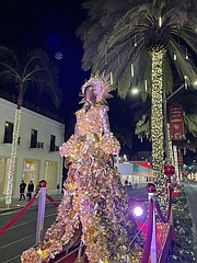 Rodeo Drive Starts Its Holidays With Visions Of Holiday Glamour California Apparel News
